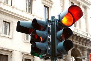Bei Rot über die Ampel zu fahren, ist verboten!