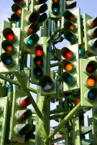 Blitzer: Sobald die rote Ampel überfahren wurde, löst sich ein Fotoblitz.