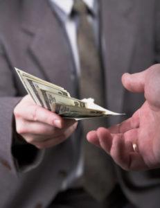 Fehler bei der Überweisung: Ein Bußgeldbescheid trotz Zahlung des Verwarngeldes kann folgen.