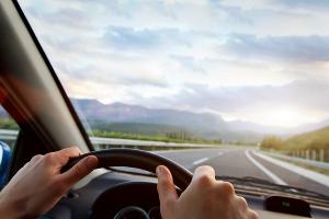Wie wird das Fahren ohne Führerschein geahndet?