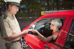 Ein Fahrverbot ist eine mögliche Strafe für verkehrswidriges Verhalten.