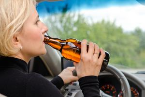 Führerschein: Eine Neuerteilung nach dem Entzug der Fahrerlaubnis aufgrund einer Alkoholfahrt ist der Wunsch vieler Fahrer.