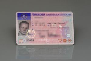Ihr Führerschein ist weg? Neu beantragen können Sie ihn normalerweise erst nach Ablauf der Sperrfrist.