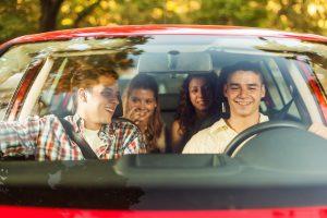 Die Gurtpflicht in Deutschland gilt für jeden Mitfahrer in einem Auto.