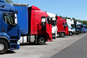 Bereits seit 1999 müssen Lkw-Fahrer ihren Führerschein verlängern.