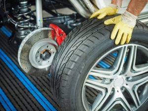 Pkw-Reifen müssen unter anderem den richtigen Geschwindigkeitsindex aufweisen.