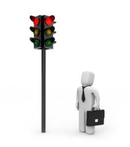 Zu Fuß und in der Probezeit eine rote Ampel zu überqueren, hat Konsequenzen.