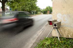 Punktetabelle: Mit dem Auto innerorts zu schnell zu fahren, wird strenger geahndet.