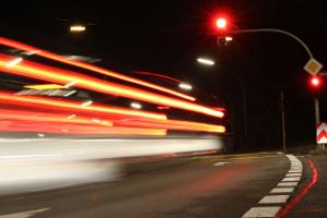 Ein qualifizierter Rotlichtverstoß endet immer mit einem Fahrverbot.