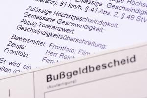 Wann Wiederholungstäter ein Fahrverbot antreten müssen, ergibt sich aus dem entsprechenden Bußgeldbescheid.